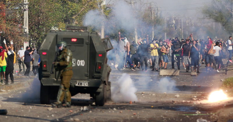 """""""Thousands Are Starving"""" - Protesters Demanding Food Clash With Police In Chile"""