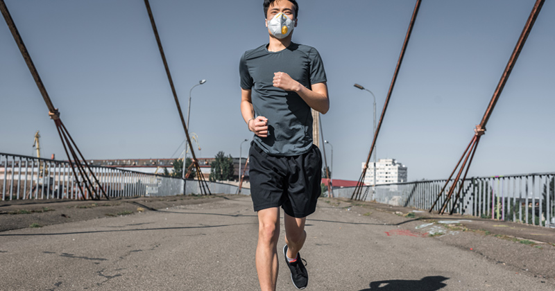 Man Suffers Lung Collapse After Jogging While Wearing Face Mask