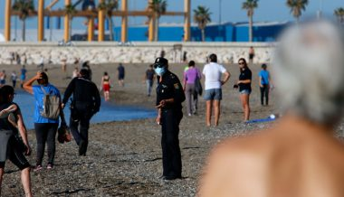 Spain Hiring Thousands of Unemployed Civilians to Enforce 'Social Distancing' at Beaches