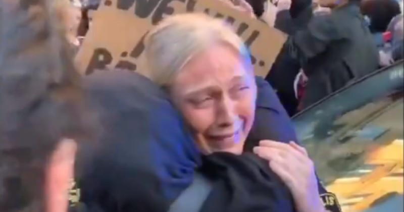 """Swedish Policewoman Takes a Knee, Cries After """"Protesters"""" Attack Her Vehicle"""