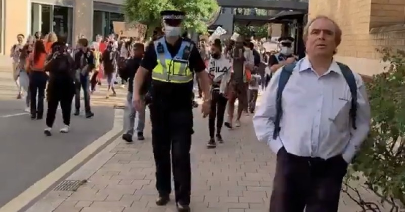 Video: Peter Hitchens Followed by Mob of Protesters Exudes Pure Chad Energy