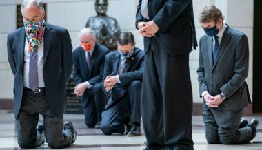 Democrat Senators Kneel During Moment of Silence for George Floyd