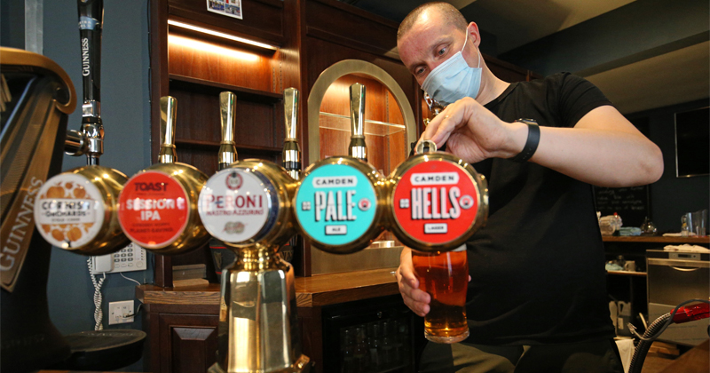 British PM Wants Bar Owners to Collect Personal Info of Customers During Reopening