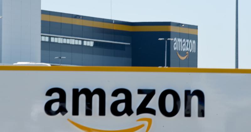 Amazon Debuts World's First Warehouse Picker Robot