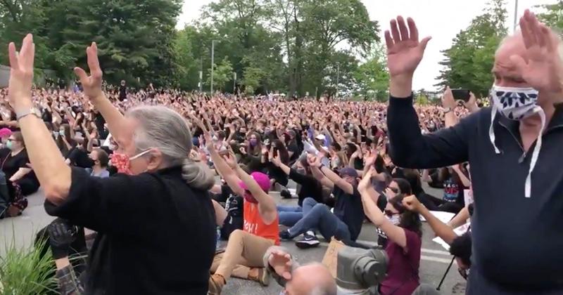 Video: Hundreds of Whites Renounce Privilege in White Guilt Prayer