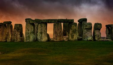 Archaeologists Suggest Stonehenge's Huge Blocks Arrived by Land, Debunk Raft Theory
