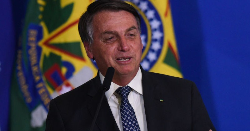 """Bolsonaro Scolds Journalists on Corona: """"When One of You Fat-Asses Catches it, the Chances of Survival are Far Less"""""""