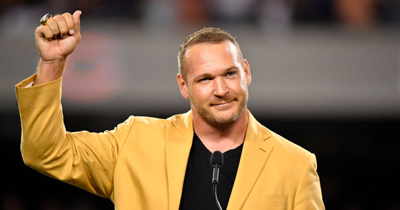 NFL Legend Brian Urlacher Mocks NBA For Boycotting Over Sex Offender, Supports Kyle Rittenhouse