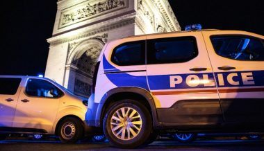 French Police Stoned During Ambush by Dozens of Attackers