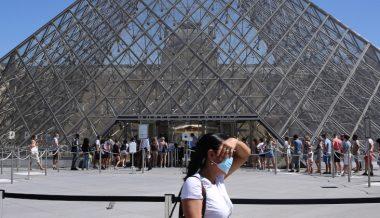 Paris Imposes Mandatory Face Masks in Public