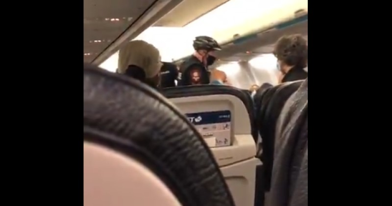 Airliner Kicks Off Family, Cancels Entire Plane Journey Because Baby Wasn't Wearing a Face Mask