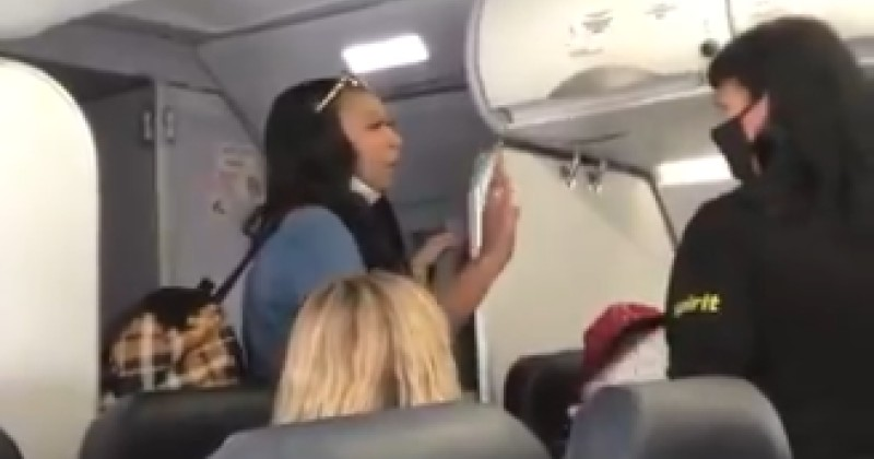 """Video: Black Woman Refuses to let Flight Attendant Pass Her on Plane Because of """"White Privilege"""""""