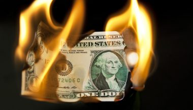 Yale Economist Warns of Looming Dollar Collapse