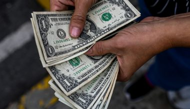 Peter Schiff: World Going to Reject Dollar Standard