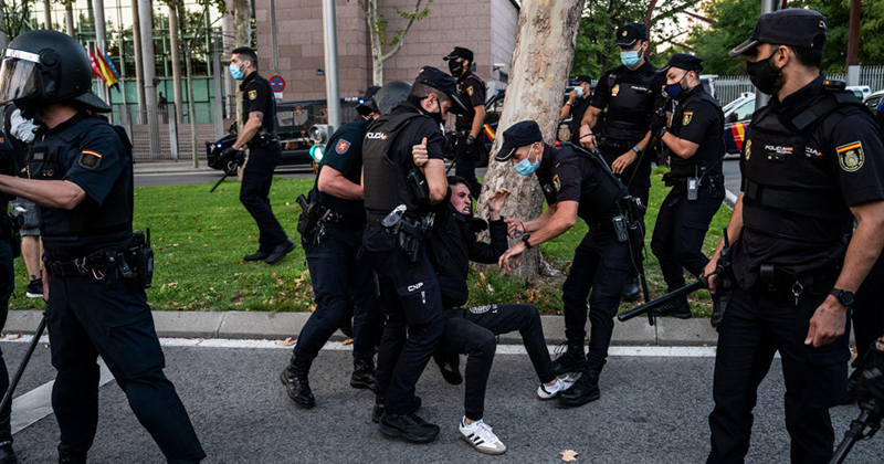 Videos: Madrid Explodes As Police Violently Crackdown On Anti-Lockdown Protesters