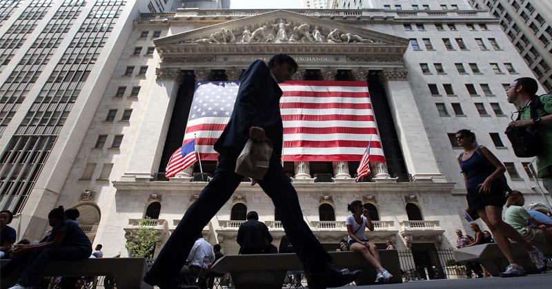 Economist Raises Alarm Over Weakening Dollar